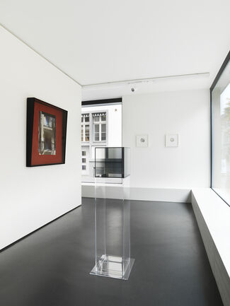 Larry Bell : CUBES, MIRAGE WORKS, FRACTIONS, installation view