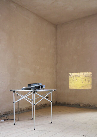 """Michael Sailstorfer - """"Wiesen bei Nacht"""", installation view"""