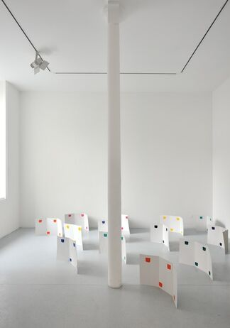 Niele Toroni: Jardin de peinture, installation view