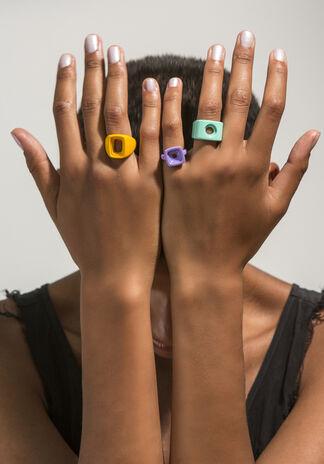 Cutting Edge Artist Jewelry, installation view
