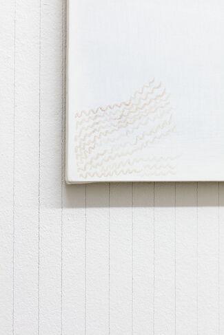Charlotte Herzig: enthousiasme, improvisation (your heart skips a beat), installation view