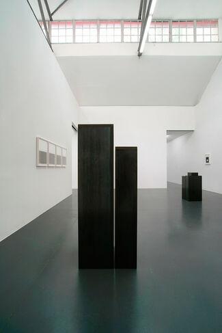 Julia Mangold   Stahlarbeiten 1999-2002 Papierarbeiten 2014-2016, installation view