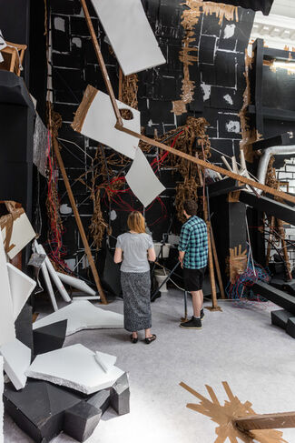 Thomas Hirschhorn: In-Between, installation view