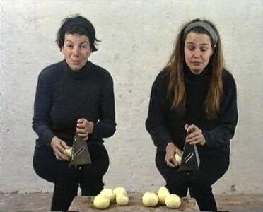 Hanne Nielsen og Birgit Johnsen, 'Afrivning af løg', 1995
