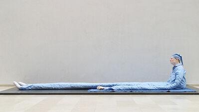 Peter Land, 'Uden titel (Siddende mand med prikker på blåt tæppe)', 2003