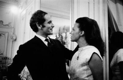 Marc Riboud, 'Pierre Cardin et Jeanne Moreau lors d'un défilé (Pierre Cardin and Jeanne Moreau at a fashion show), Paris, 1964', 1964