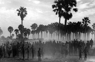 Sebastião Salgado, 'The population of the cattle camp of Keny walk toward the polio vaccinators as soon as they arrive, Maper Payem area, Rumbek District, Southern Sudan', 2001