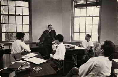 Alfred Eisenstaedt, 'J. Robert Oppenheimer and students', 1940-1949