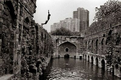 Raghu Rai, 'Diving into Ugrasen Baoili, Delhi', 1971