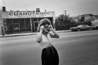 Graciela Iturbide, 'Cristina tomando fotos en Los Angeles', 1986