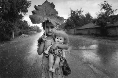 Cristina Garcia Rodero, 'Bajo la lluvia, Georgia.', 1998