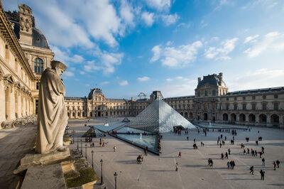 'Cour Napoléon et pyramid (Napoleon courtyard and pyramid)'