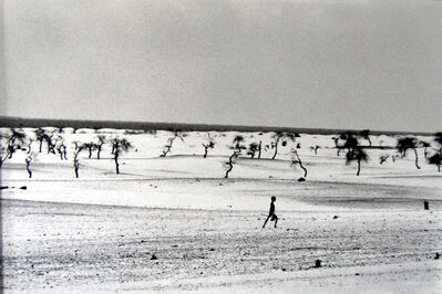 Sebastião Salgado, 'This used to be the large Lake Faguibine. It dried up little by little with the drought and invasion of the desert. All the men have gone, only the children, the eldely and the women remain, Mali', 1985