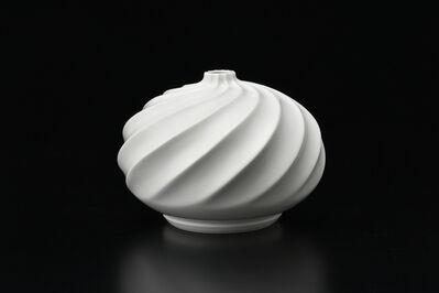 Manji Inoue, 'Hakuji (white porcelain) Spiral Vase 01', 2019