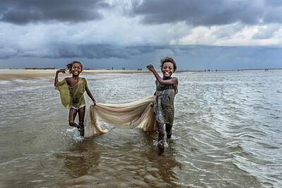 Cristina Mittermeier, 'Fishing Girls'