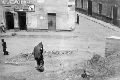 Helen Levitt, 'Mexico City (hooded figure on street)', 1942