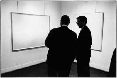 Elliott Erwitt, '57th Street Gallery', 1963