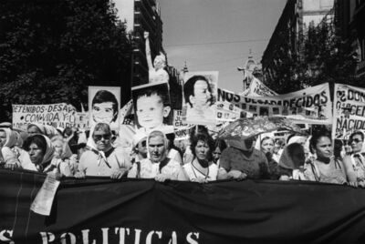 Eduardo Gil, 'Niños desaparecidos. Secunda Marcha de la Resistancia, Buenos Aires, 9-10 décembre 1982', 1982
