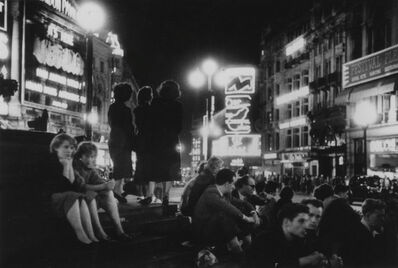Bert Hardy, 'Piccadilly, On the Steps of Eros', 1953