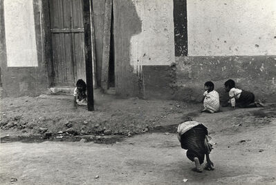 Helen Levitt, 'Mexico City (playing hide and seek)', 1941