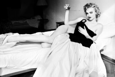 Ellen von Unwerth, 'Smoking in bed, Eva Herzigova', 1994