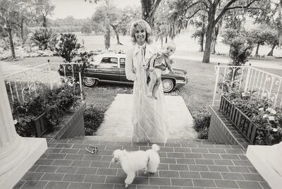 Annie Leibovitz, 'Tammy Wynette and Daughter, Lakeland, Florida', 1971