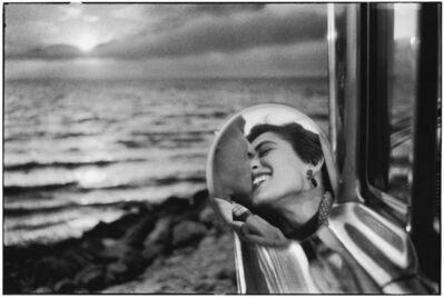 Elliott Erwitt, '16. California. (California kiss)', 1956