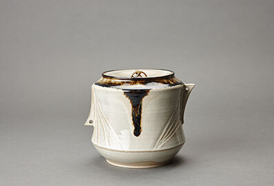 Miraku Kamei XV, 'Water container (mizusashi) with ceramic lid , white glaze'