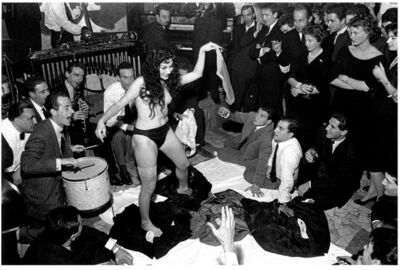 "Tazio Secchiaroli, 'Aichè Nanà strips at ""Rugantino""', 1958"