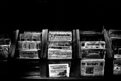 José Luis Cuevas (fotógrafo), 'Sin título (Newsstand)', 2002
