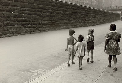 Helen Levitt, 'New York (girls with bubbles)', circa 1940