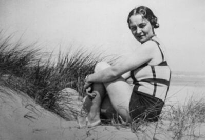 René Magritte, 'Georgette Magritte en maillot de bain à carreaux, Côte belge'