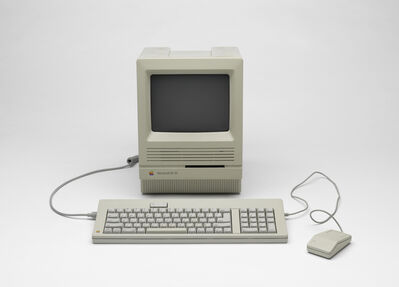 'Macintosh SE/30 desktop computer with keyboard and mouse', 1989