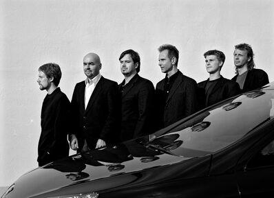 """G.R.A.M., 'from the series Global Player """"Wir werden uns nicht umarmen, aber auseinanderdividieren lassen wir uns auch nicht: VW-Konzernchef Pischetsrieder (2 v.l.) mit Kollegen""""', 2006"""