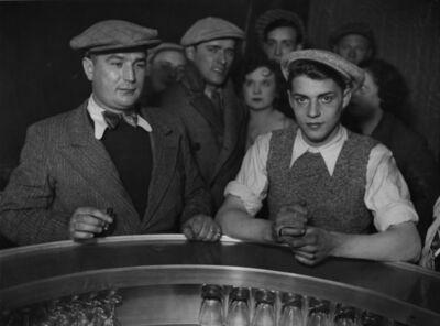 """Brassaï, 'Groupe d'Hommes, autour du """"Zinc"""" dans un bistrot, Rue de Lappe', 1932"""
