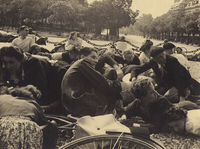 Aide Socia (Aux F.F.I.), 'Crowd in Paris under Sniper Fire during the Liberation of Paris', 1944/1944
