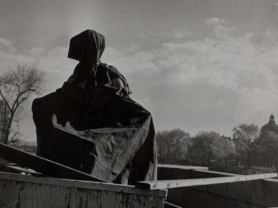 Brassai (Gyula Halasz), 'Statue au Pont du Carrousel', ca. 1940