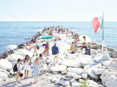 Massimo Vitali, 'marina di massa pontile dell'amore italia', 2020