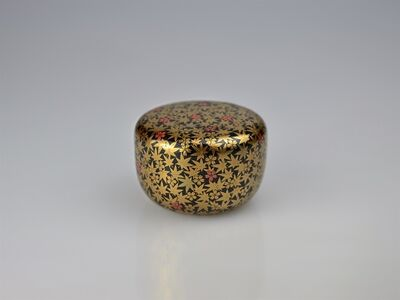 Ippyōsai VII Eizō, 'Gold Lacquer Tea Caddy with Marple Leaves and Cherry Blossoms and Appraisal by Tea Master Hōunsai (*1923)', Shōwa period