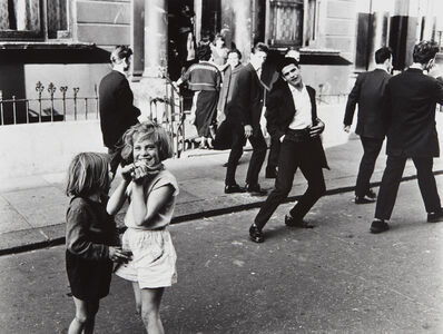 Roger Mayne, ''Hey Mister, Take my Picture,' Southam Street (North Kensington)', 1956