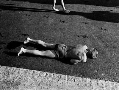 Will McBride, 'Junge wärmt sich am Asphalt neben dem Schwimmbecken, Berlin (Süd), 1956 ', 1956 printed 1995