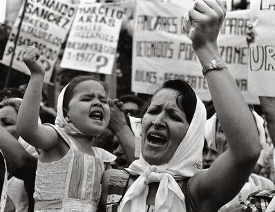 Adriana Lestido, 'Madre e hija de Plaza de Majo ', 1982