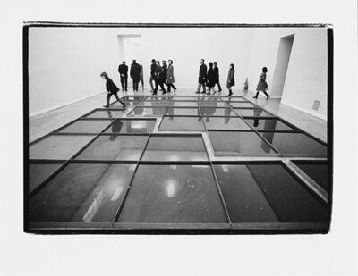 Ugo Mulas, 'Pino Pascali, 32 mètres carrés de mer environ, Palazzo delle Esposizioni, Roma', 1970