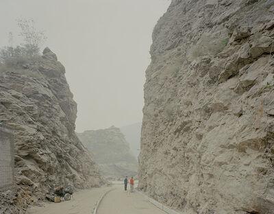 Zhang Kechun, 'Under the mountains 山边修路的人', 2015