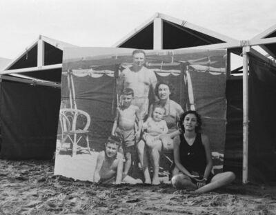 Gabriela Bettini, 'Foto de familia en Mar del Plata', 2003