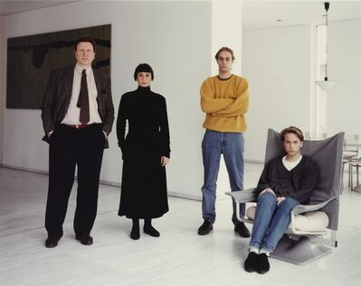 Thomas Struth, ''The Schäfer Family, Düsseldorf'', 1990