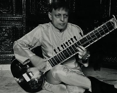 Patrick Faigenbaum, 'Le sitariste Budhaditya Mukherjee, un des maîtres actuels de l'école Imdadkhani Gharana, fondée par Imdad Khan (1848-1920), Gariahat Golpark, Kolkata sud', 2014
