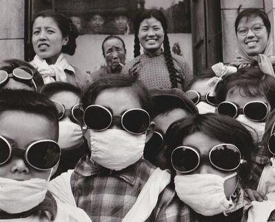 Agnès Varda, 'Shenyang (Chine), ex-Moukden, sortie scolaire en plein vent du désert de Gobi', 1957
