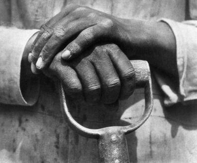 Tina Modotti, 'Manos de un trabajador de la construcción', 1927