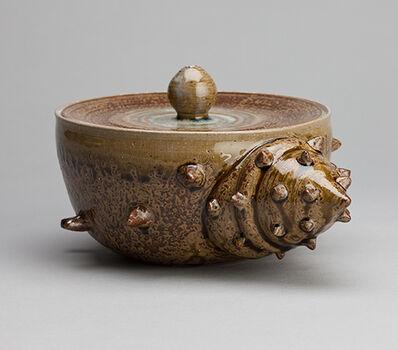 Miraku Kamei XV, 'Turpon shell water container (sazae mizusashi) with stoneware lid'